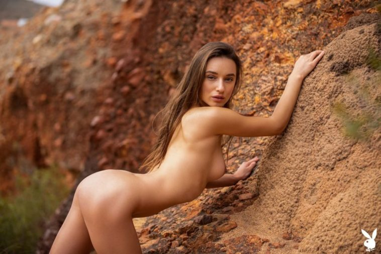 Sporty Babe Gloria Sol Strips Naked While Outdoors 7
