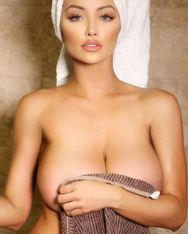 Assortment of the Hottest Lindsey Pelas Pics from Insta 9