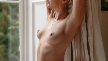 Smoldering Beauty Michelle Rizzo Shows Her Nude Body 17