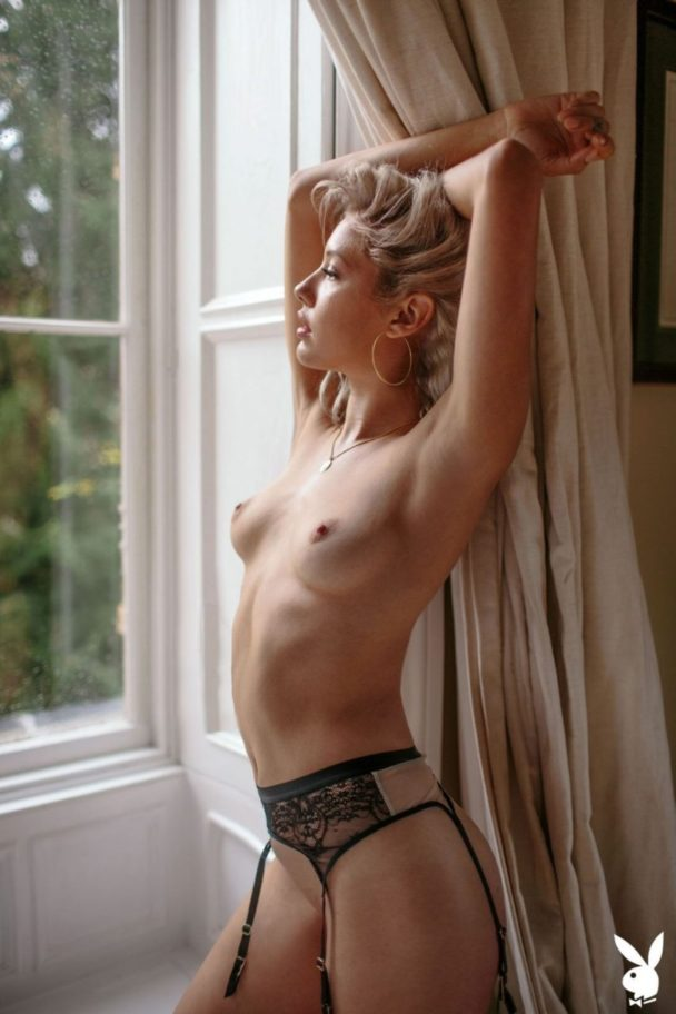 Smoldering Beauty Michelle Rizzo Shows Her Nude Body 4