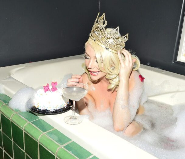 Courtney Stodden Celebrates Her Special Day in the Nude 6