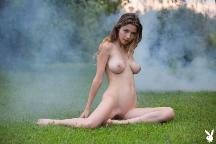 Mila Azul's Incredible Body is to Die For 7