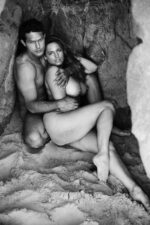 Naked Kelly Brook Hanging Out with Her Boyfriend 23