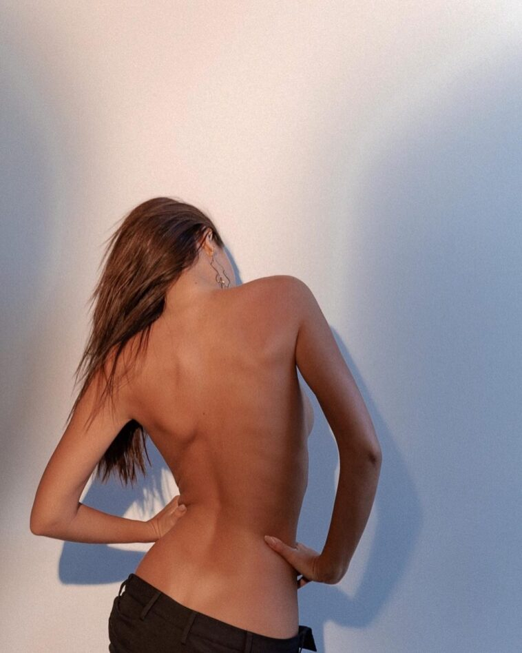 Emily Ratajkowski Goes Topless, Doesn't Show Anything 7