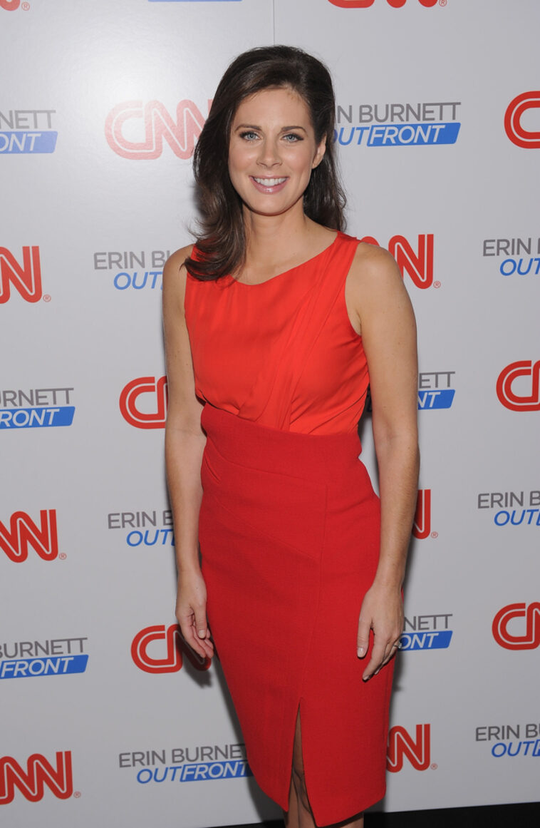 Erin Burnett Hot Bikini Pics, News Host Kissing Scene 7