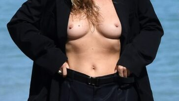 Kate Moss Showing Her Beautiful Breasts on the Set 19