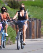 Larsa Pippen Cleavage 24