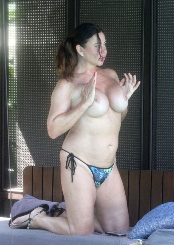 Fat Bitch Lisa Appleton Showing Her Naked Boobs 1
