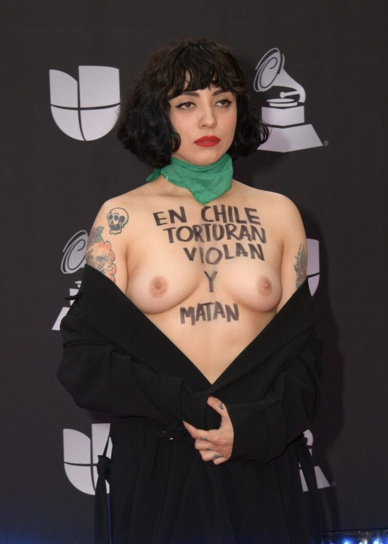 Mon Laferte Makes a Statement and Looks Hot 7