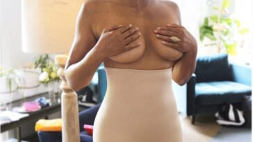 Exotic MILF Padma Lakshmi Shows Her Naked Body 16
