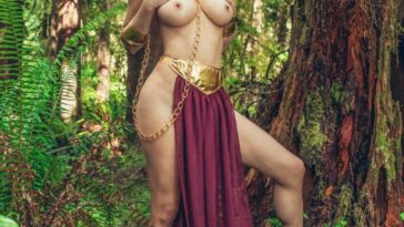 Sara Underwood Cosplaying Princess Leia, Showing Tits 14