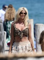 Victoria Silvstedt Cleavage 35