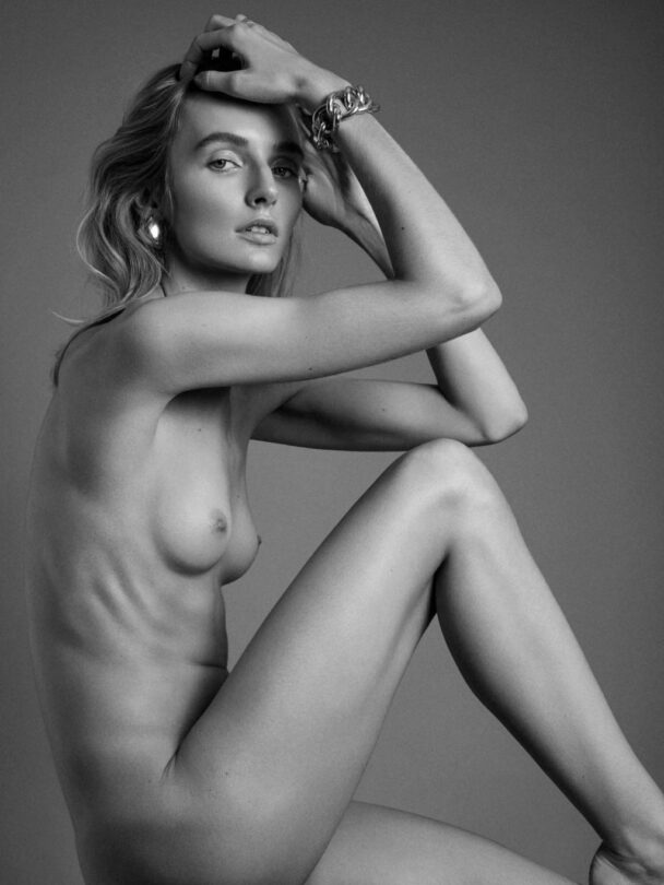 Nude Eva Staudinger Posing and Looking Perfect 3