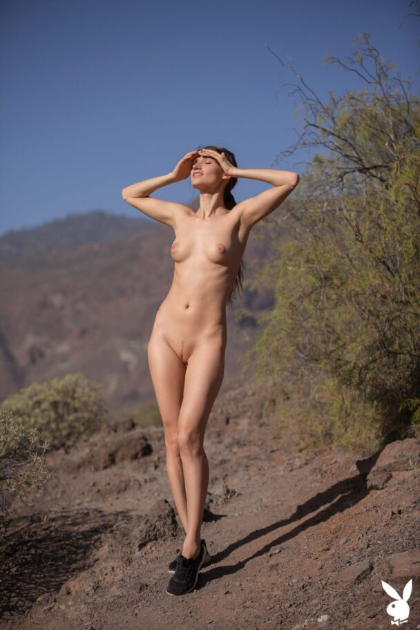 Naked Hiker Ilvy Kokomo Showing Her Immaculate Bod 1