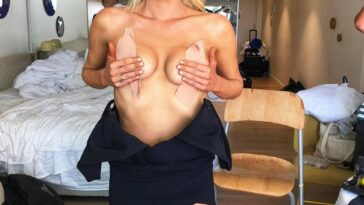 Sophie Monk Being Cute While Showing Her Boobs 15
