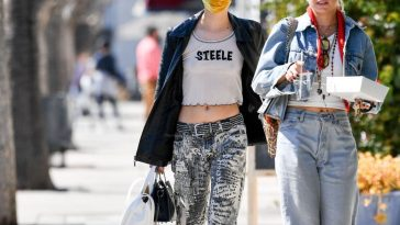 Amanda Steele Braless 20